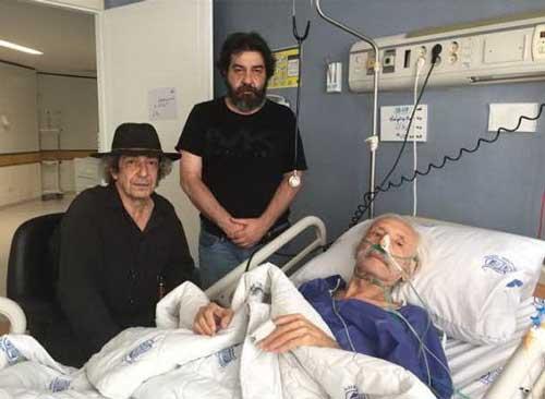 پسران جمشید مشایخی بر بالین پدر در بیمارستان
