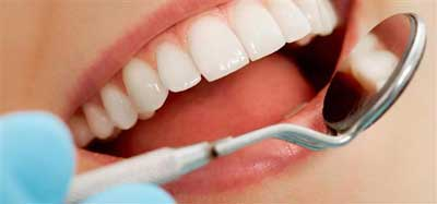 ۶ ترفند ارزان که دندان هایتان را مثل مروارید سفید می کند